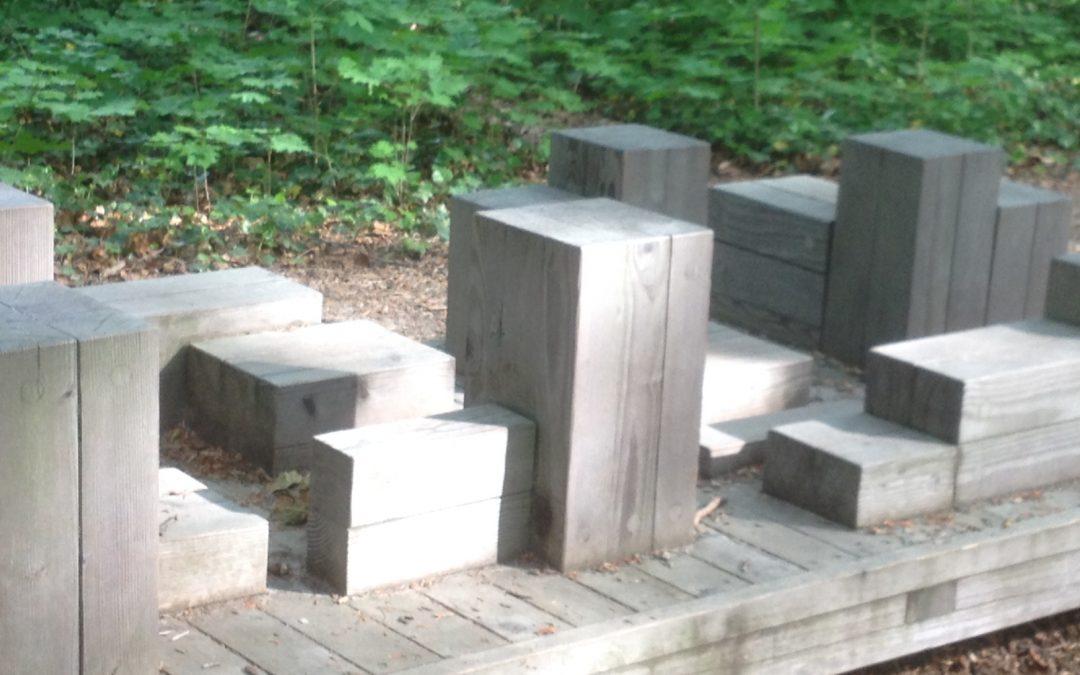 Schattenboxen auf Steinquadern